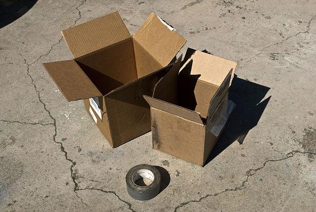две картонные коробки и скотч