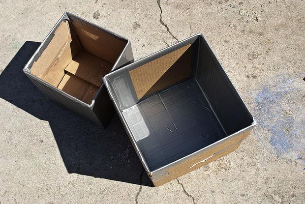большую коробку обклеиваем изнутри скотчем