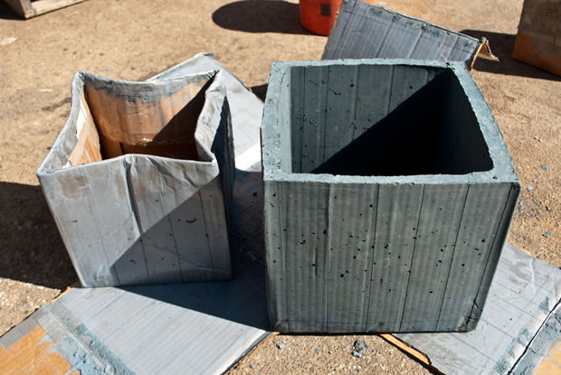 готовый бетонный горшок