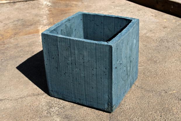готовый бетонный горшок сбоку