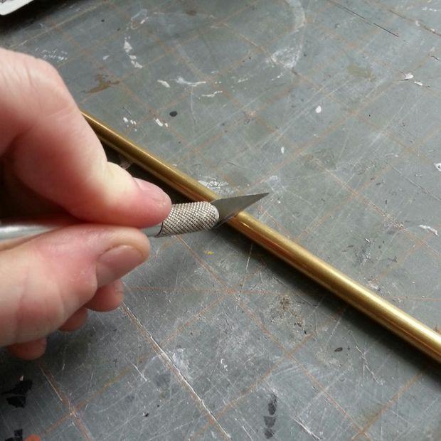 разрезаем латунную трубку