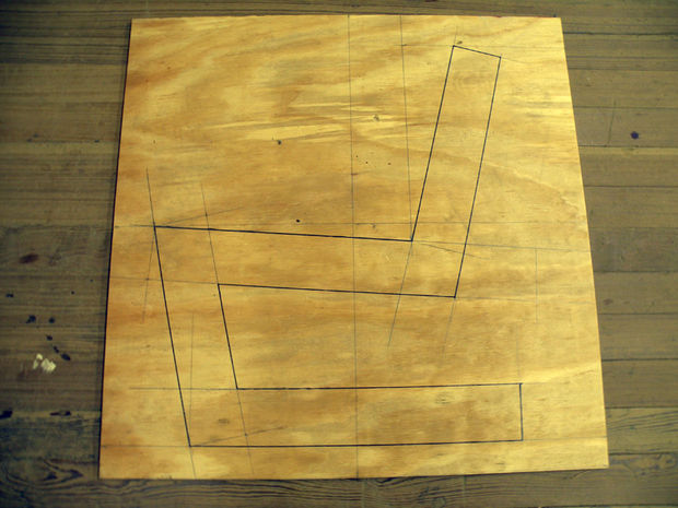 очертания стула на фанере