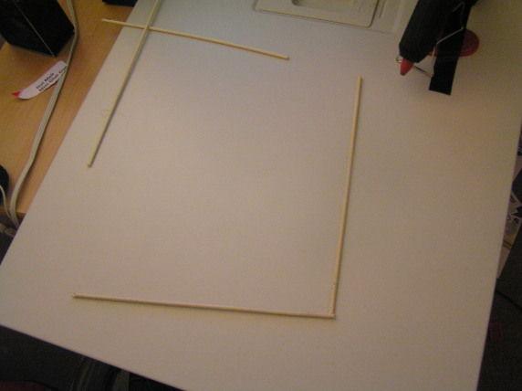 две палочки образуют часть рамки