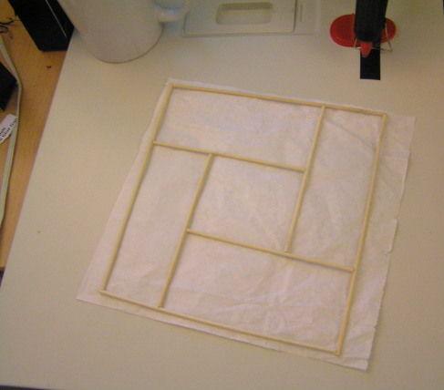наклеиваем готовую рамку с орнаментом на бумагу