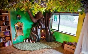 Декоративное дерево в спальне