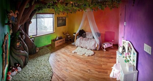 Детская комната с декоративным деревом