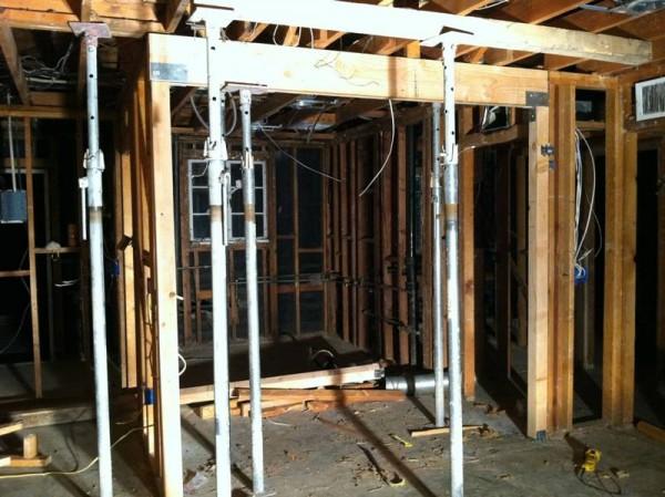 Временные опоры для поддержки потолочных балок