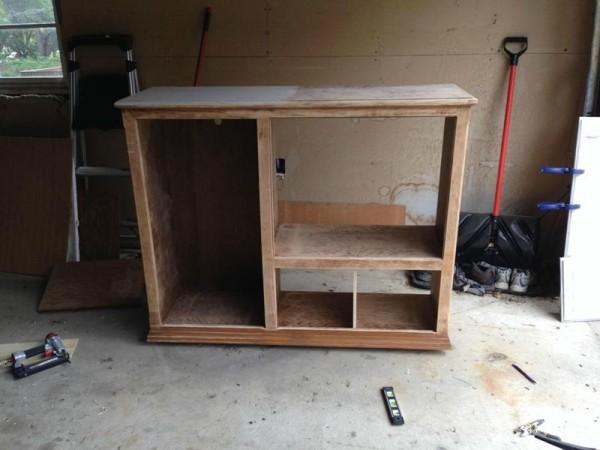 Деревянный шкаф без лака