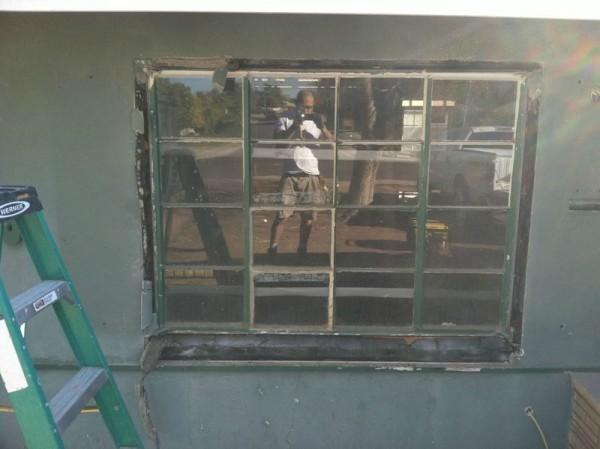 Старое металличесое окно