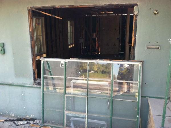 Демонтированное старое окно