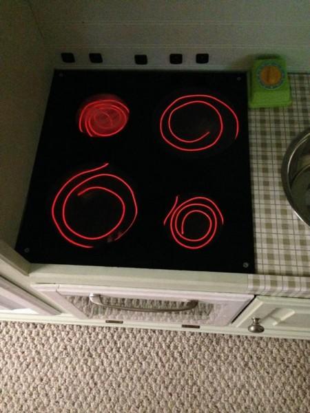 Варочная поверхность плиты с включёнными горелками