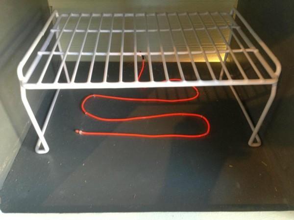 В духовке электролюминесцентный провод