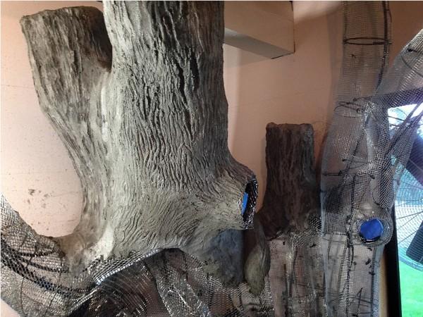 Бетонный ствол волшебного дерева