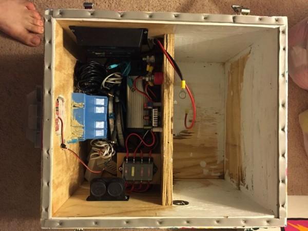 Коробка переносной станции оббитая уплотнителем, вид сверху