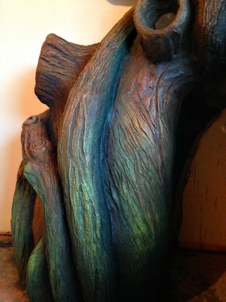 Окрашенный ствол дерева