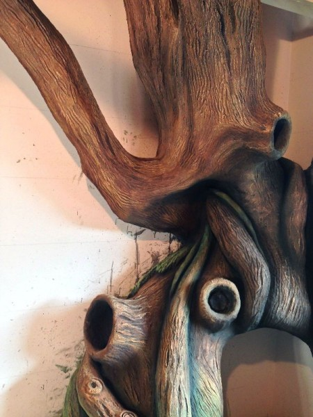 Окрашенное дерево в коричневый цвет