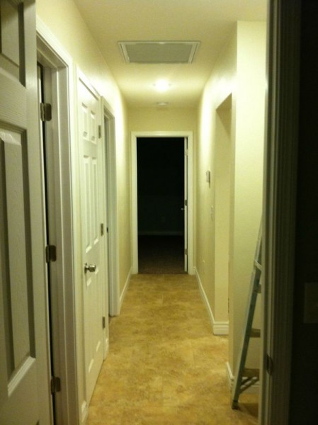 Дверной проём с наличниками