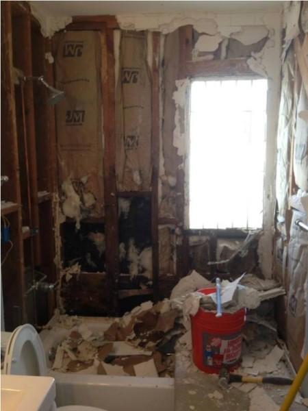 Стены после демонтажа плитки