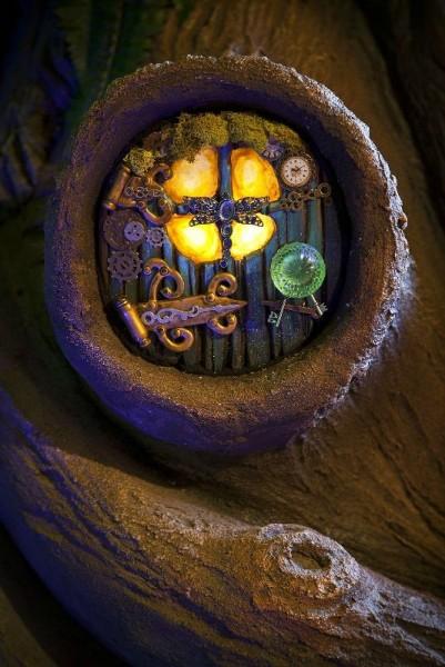 Волшебная дверь с фурнитурой