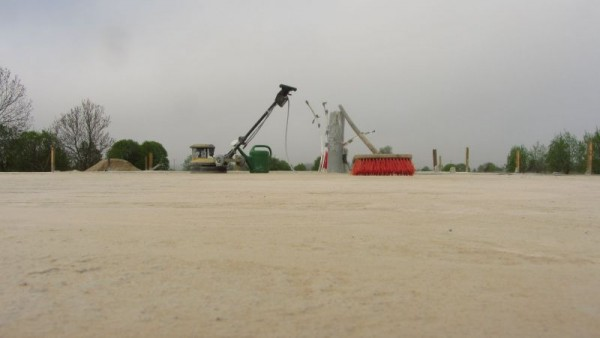 Шлиф машинка на бетонном фундаменте