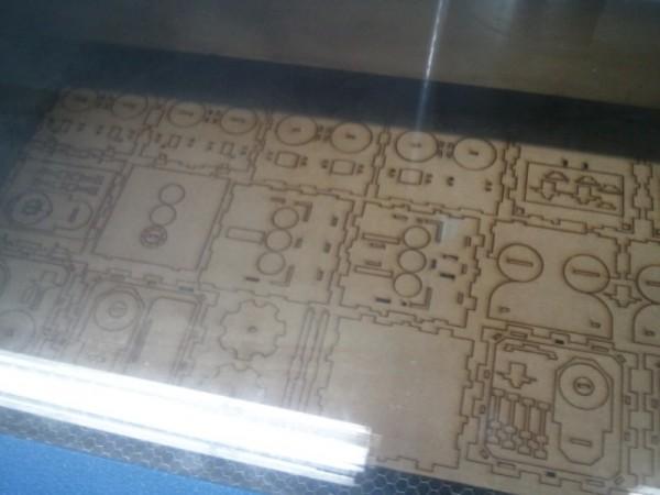 Вырезанные детали из оргстекла