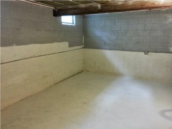 Стены и пол покрытые водонепроницаемой краской
