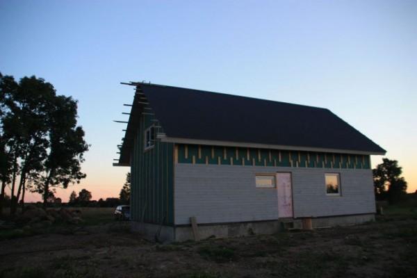 Частично облицованный дом, вид со стороны входа