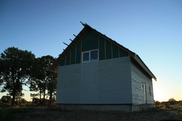 Частично облицованный дом, вид сзади