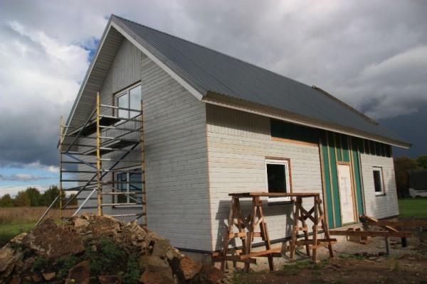 Облицованный дом, вид с фронтальной стороны