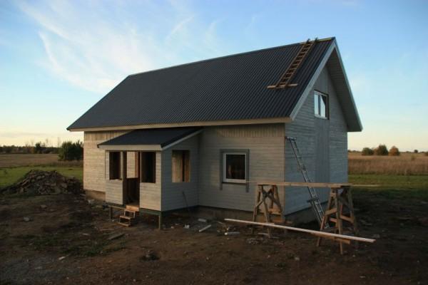 Дом с облицованным крыльцом