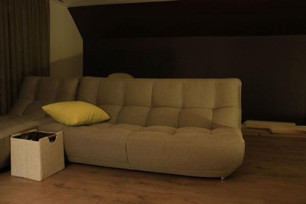 Мягкий диван в гостинной