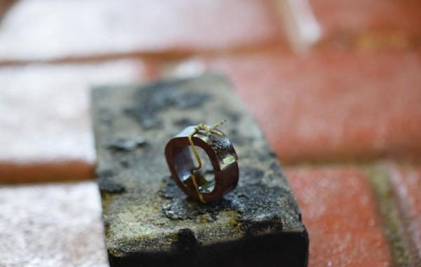 Спаянное кольцо, закреплённое проволокой
