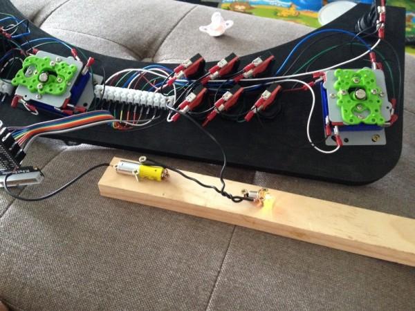Кнопки управления подключены проводами