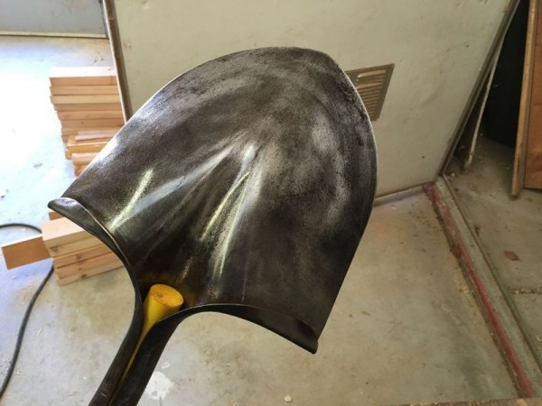 Лопата смазанная маслом