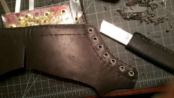 Установленный проушины для шнурков