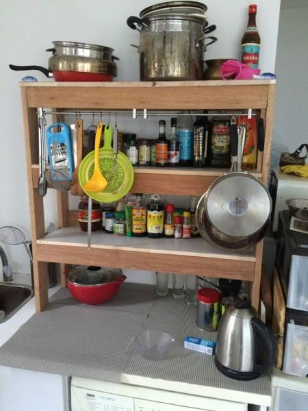 Кухонный шкаф с посудой