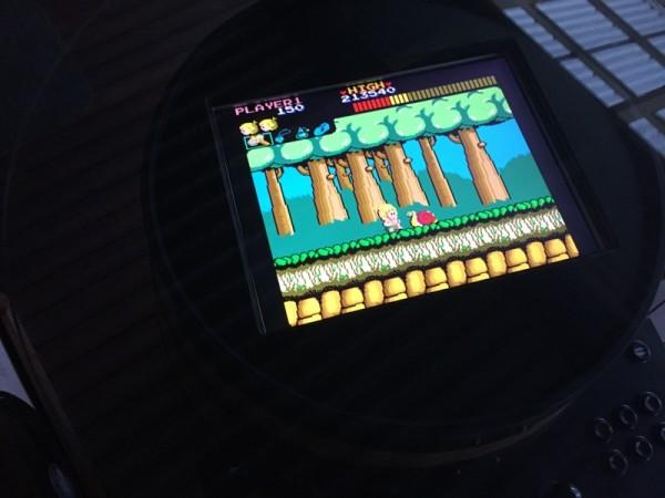Экран игрового автомата под углом