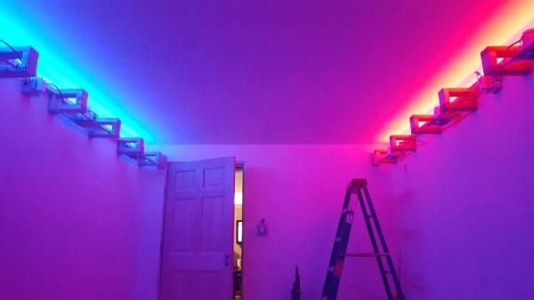 Разноцветный декоративный свет под потолком