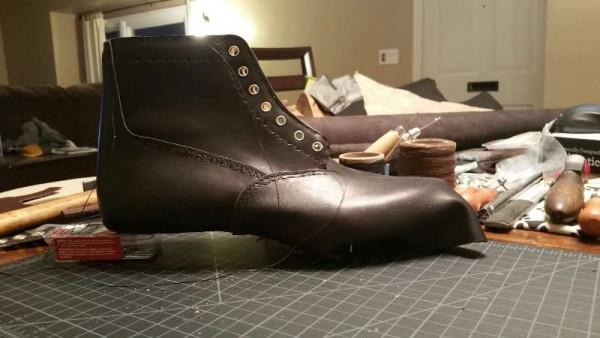 Сшитый ботинок без подошвы