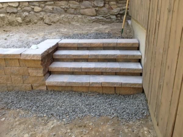 Готовая лестница с уложенными облицовачными плитами