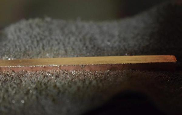 Обработанные края медной пластины