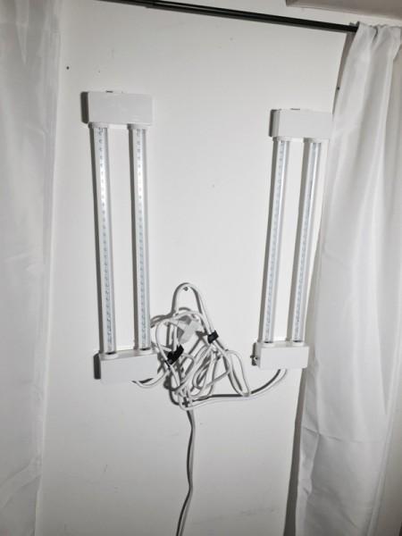 Светодиодные светильники на стене