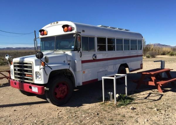 Старый автобус, вид сбоку