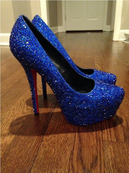 Синие туфли в стразах, вид сбоку