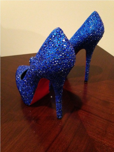 Синие туфли в стразах, вид сзади