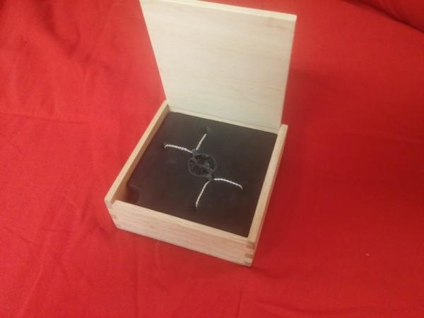 Пробный кулон в коробке