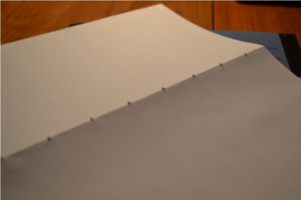 Готовая тетрадь с отверстиями по линии изгиба, тыльная сторона