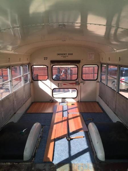 Укладка ламината на пол салона автобуса