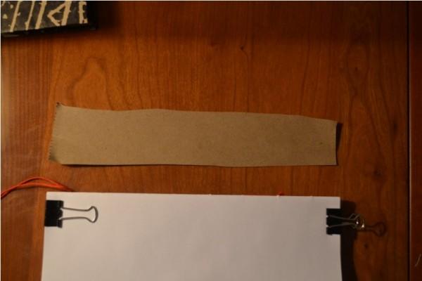 Скрепленные тетради и полоска бумаги