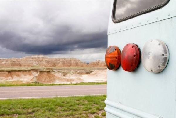 Задние фонари автобуса крупным планом
